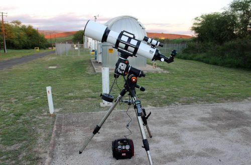 Image 8 – The author tested the mount with a 6.0-inch refractor powered with a 12-volt battery pack. The hand controller, the power cord, and the optional Celestron GPS unit are plugged into the side of the mount.